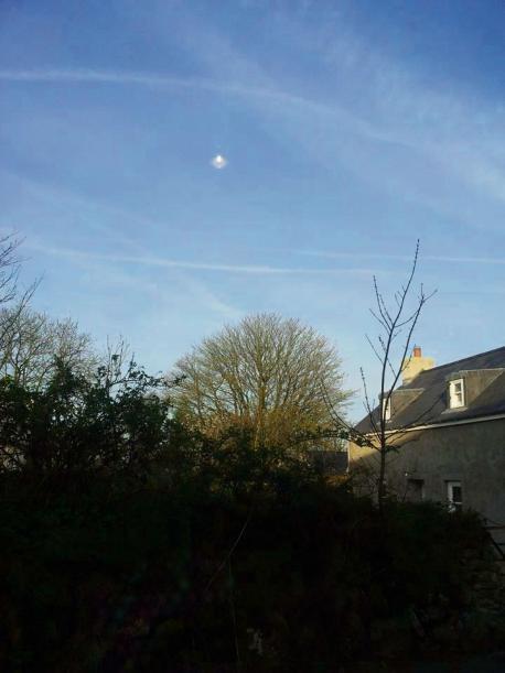 Objeto volador extraño visto sobre Pembrokeshire, Gales
