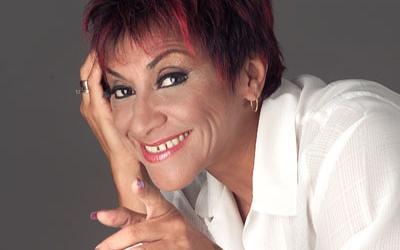 Actriz y comediante Bettina Oneto filmó varios vídeos de luces extrañas sobre San Miguel, Lima