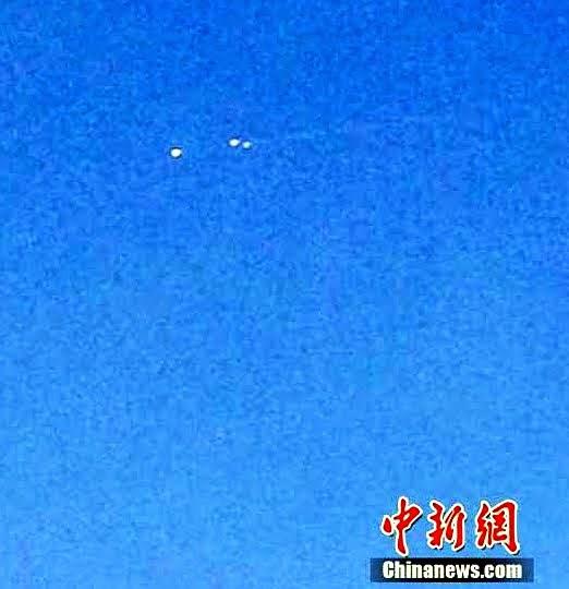 OVNIs atravesando el cielo en Heilongjiang, China. (Crédito: Chinanews.com)
