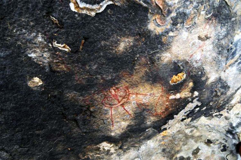 Los antiguos dibujos fueron hallados en cuevas subterráneas del estado de Chhattisgarh, en ellos aparecen seres alienígenas y naves espaciales