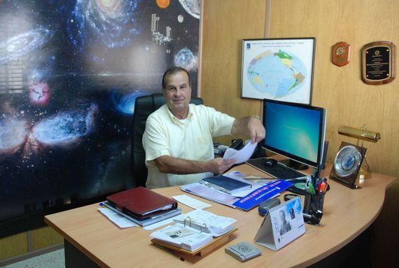 El general Bermúdez en su oficina en la sede CEFAA en Santiago ( foto © Leslie Kean )