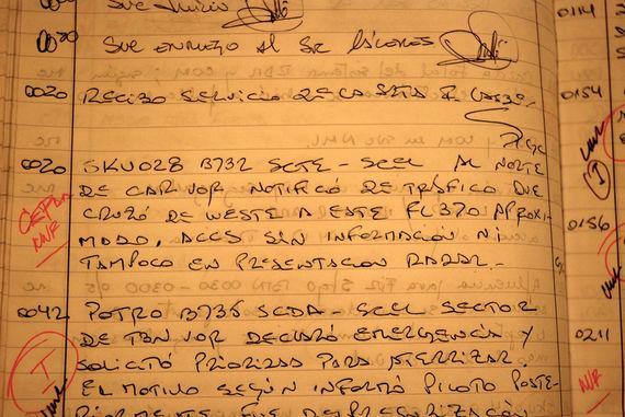 Un bloc de notas escritas a mano en el centro del radar con una entrada para ser entregado a la CEFFA. La notación es en rojo en el margen izquierdo. ( foto © Leslie Kean )
